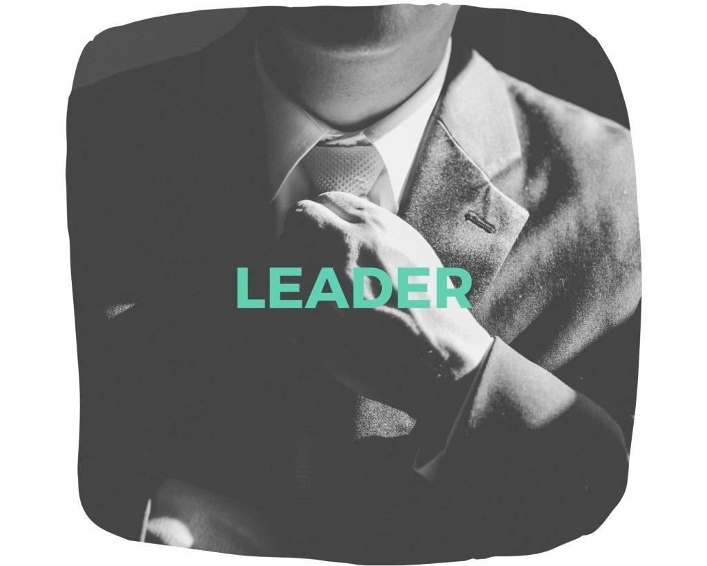 Führungskräftetraining - Mann zieht an seiner Krawatte
